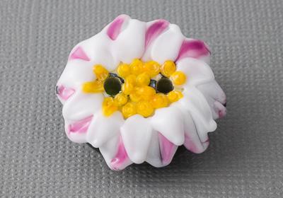 Daisy Lampwork Button
