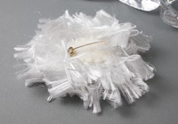 Fluffy White Flower Brooch alternative view 1